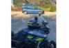 Moto de Gendarme sur le bord de la route à côté d'une voiture de Gendarmerie.
